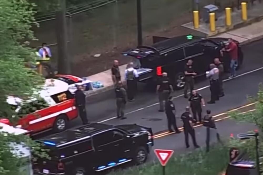 Пукање во седиштето на ЦИА: Агенти на ФБИ отворија оган врз вооружен напаѓач кој бил пред главниот влез (ВИДЕО)