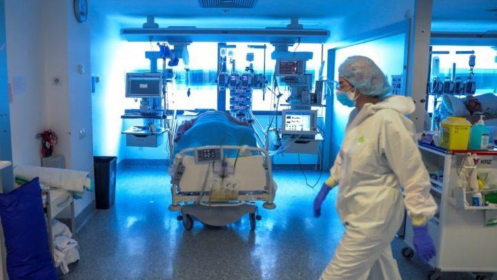 Светски научници: Нема да се постигне имунитет на стадо, вирусот брзо мутира