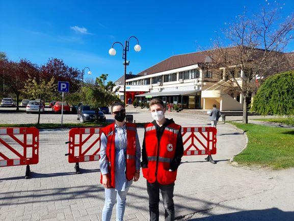 """Волонтерите на Црвен Крст избркани од салата """"Билјанини извори"""" во Охрид каде се спроведува вакцинацијата"""