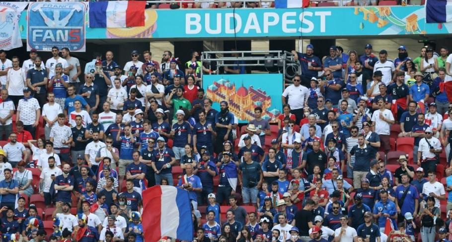 Француски навивачи наместо во Будимпешта, слетале во Букурешт