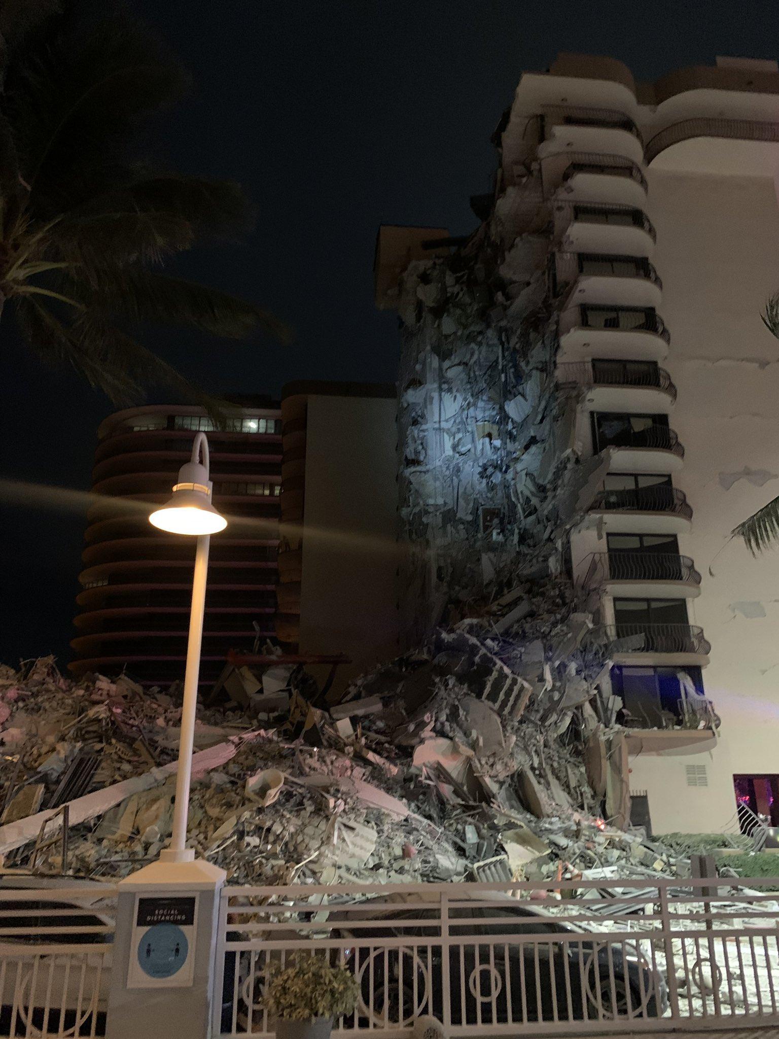 Околу 100 исчезнати по уривањето на зградата во Мајами, Бајден прогласи вонредна состојба